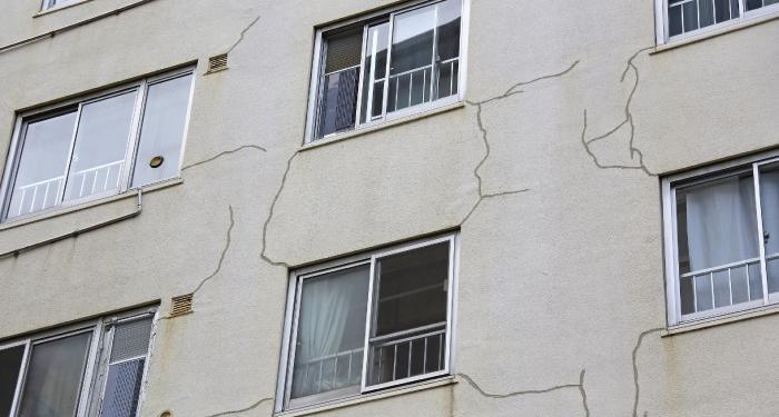 外壁塗装タイミング『外壁にヒビ割れが見える』