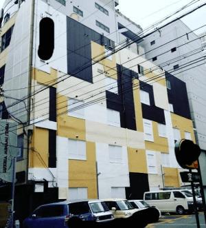奇抜な色【黒色×黄色×白色】