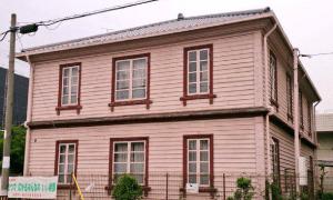 ピンク系の外壁塗装の施工例1