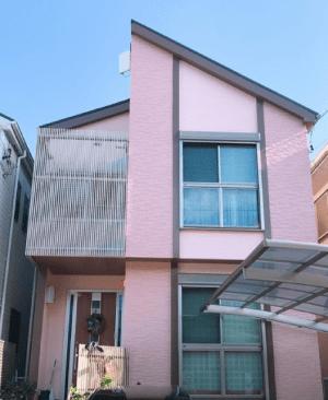 ピンク系の外壁塗装の施工例3